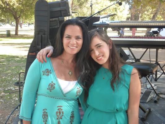 Show-with-Meshi-Kleinshtein-Rita-and-Rami-Kleinshteins-daughter